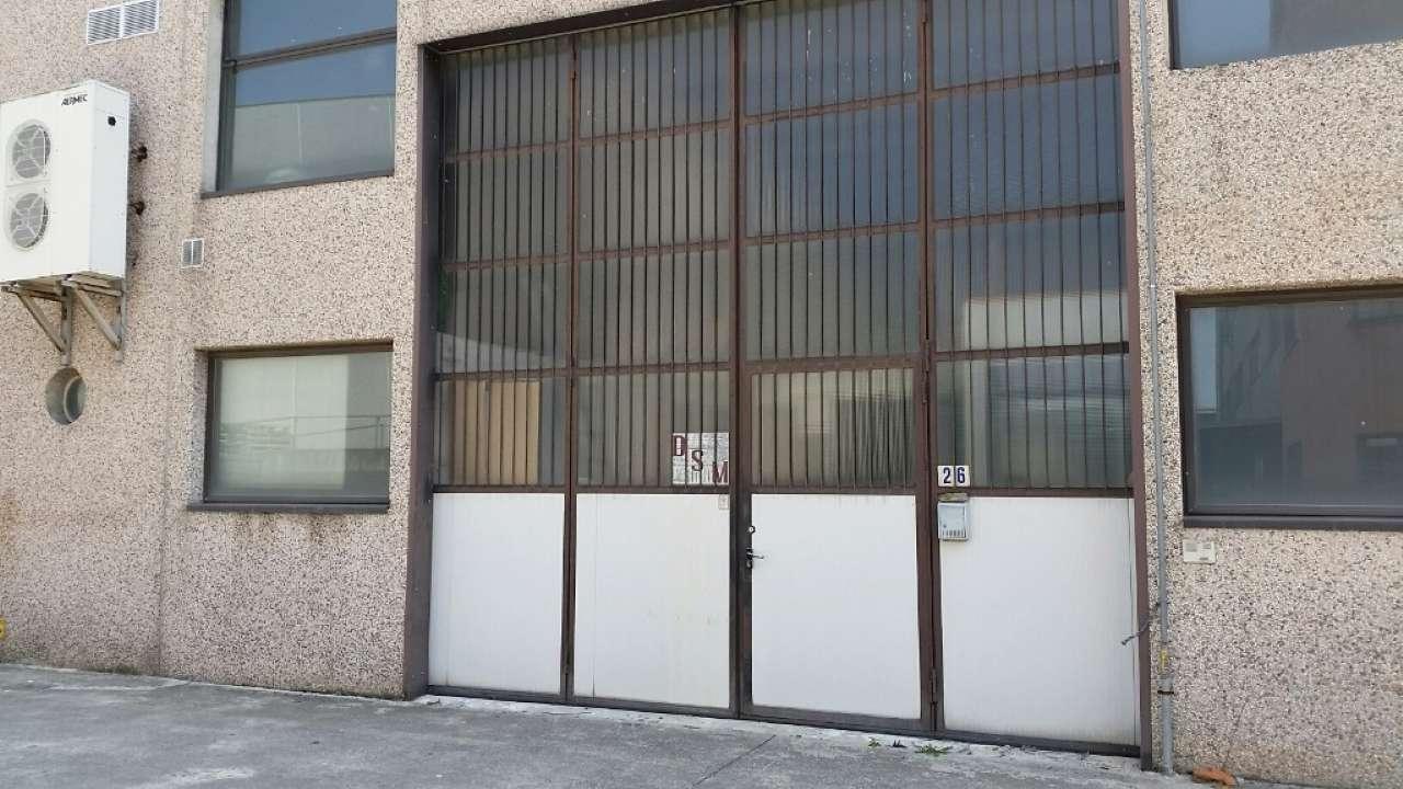 Capannone in vendita a Suisio, 6 locali, prezzo € 135.000 | CambioCasa.it