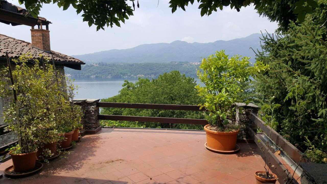 Villa in vendita a Orta San Giulio, 7 locali, prezzo € 330.000   CambioCasa.it