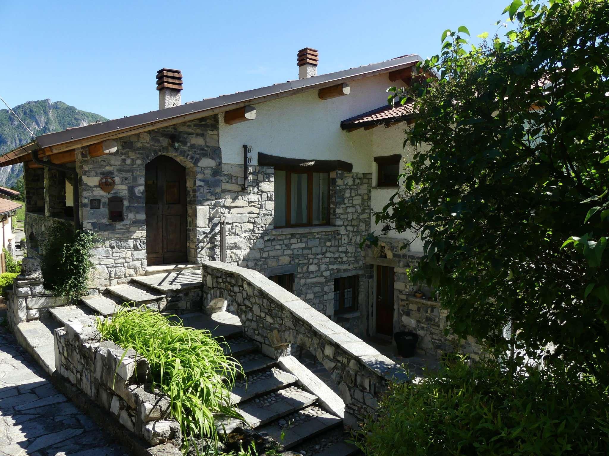Villa in vendita a Ramponio Verna, 8 locali, prezzo € 695.000 | CambioCasa.it