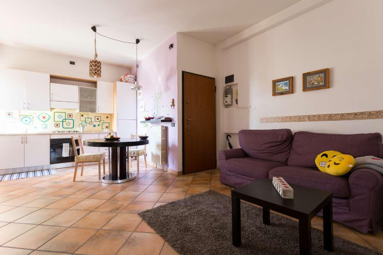 Appartamento in buone condizioni in vendita Rif. 7016791