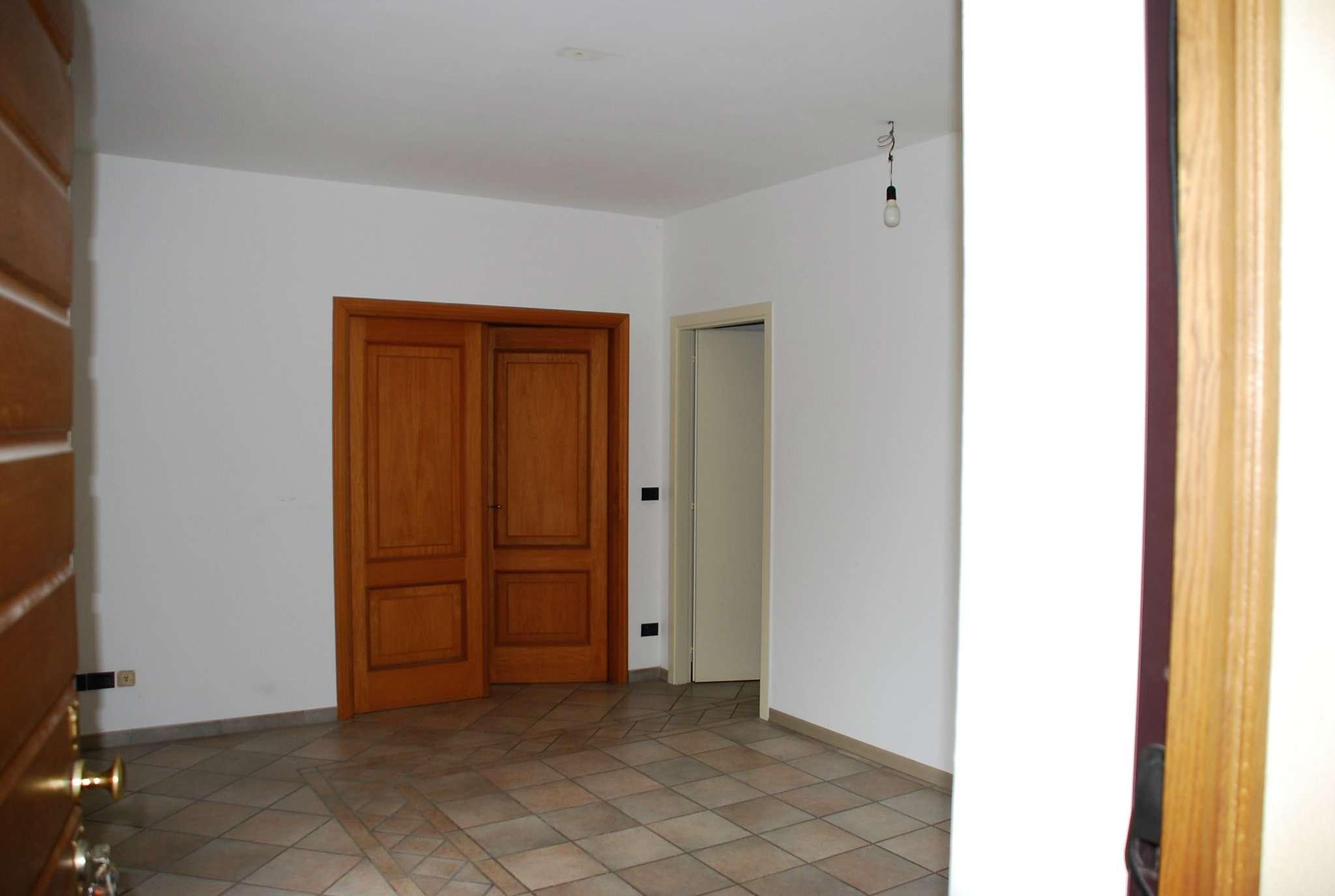 Appartamento in buone condizioni in affitto Rif. 5667391