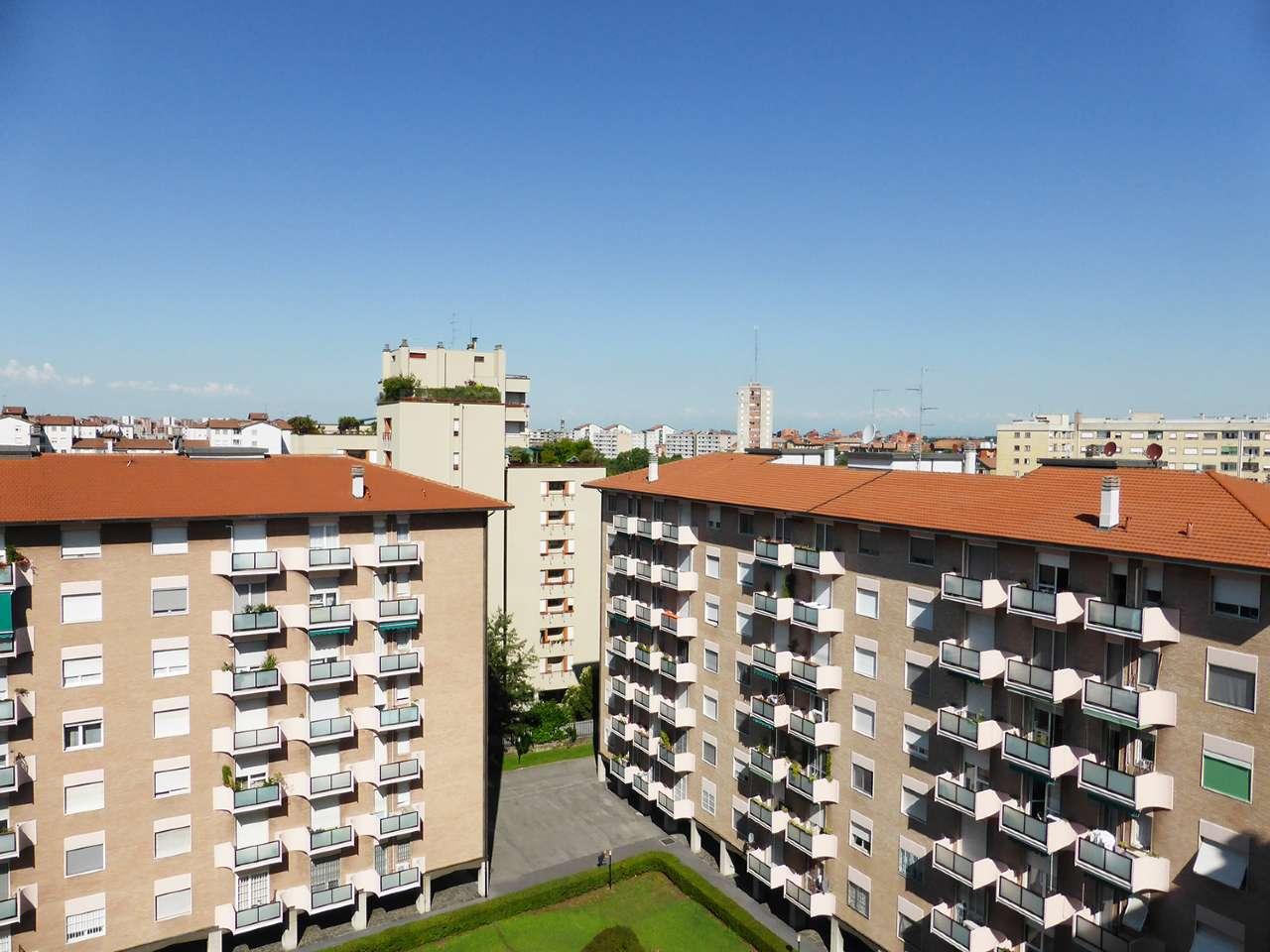 Appartamento in affitto a Milano, 5 locali, zona Zona: 13 . Baggio, Forze Armate, Quinto Romano, Bisceglie, Valsesia, prezzo € 1.550 | CambioCasa.it