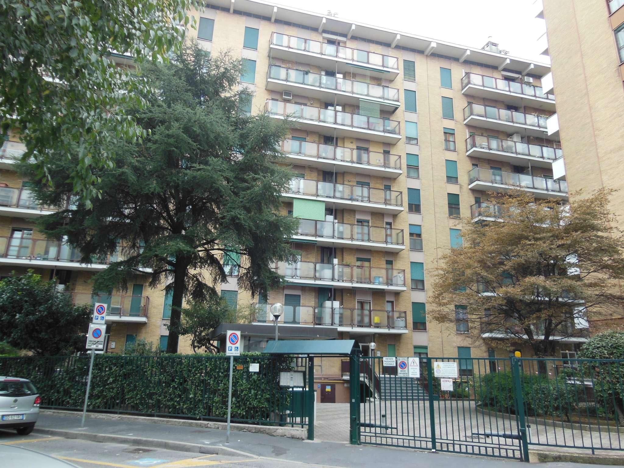 Appartamento in buone condizioni arredato in affitto Rif. 8358273