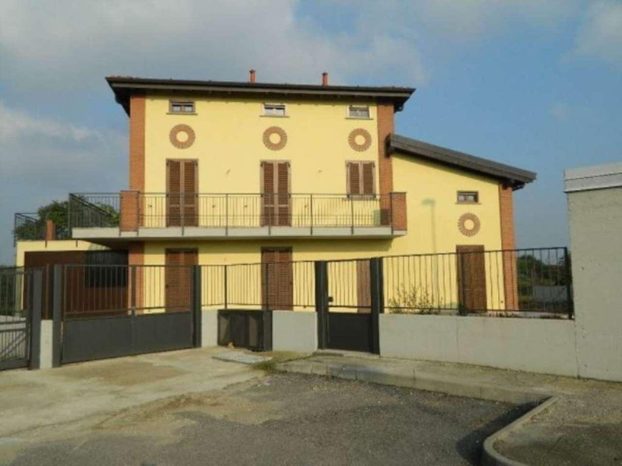 Villa in vendita a Bereguardo, 7 locali, prezzo € 500.000 | CambioCasa.it