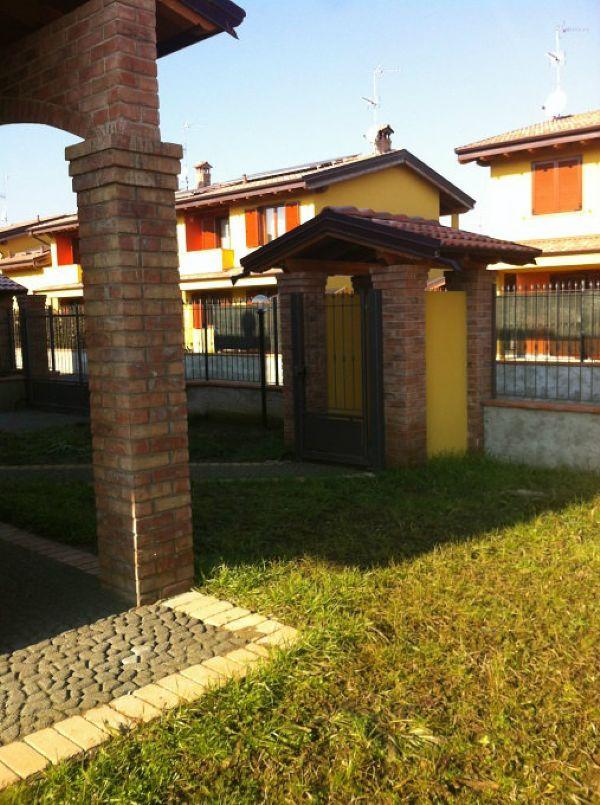 Villa Bifamiliare in vendita a Bereguardo, 5 locali, prezzo € 255.000 | CambioCasa.it