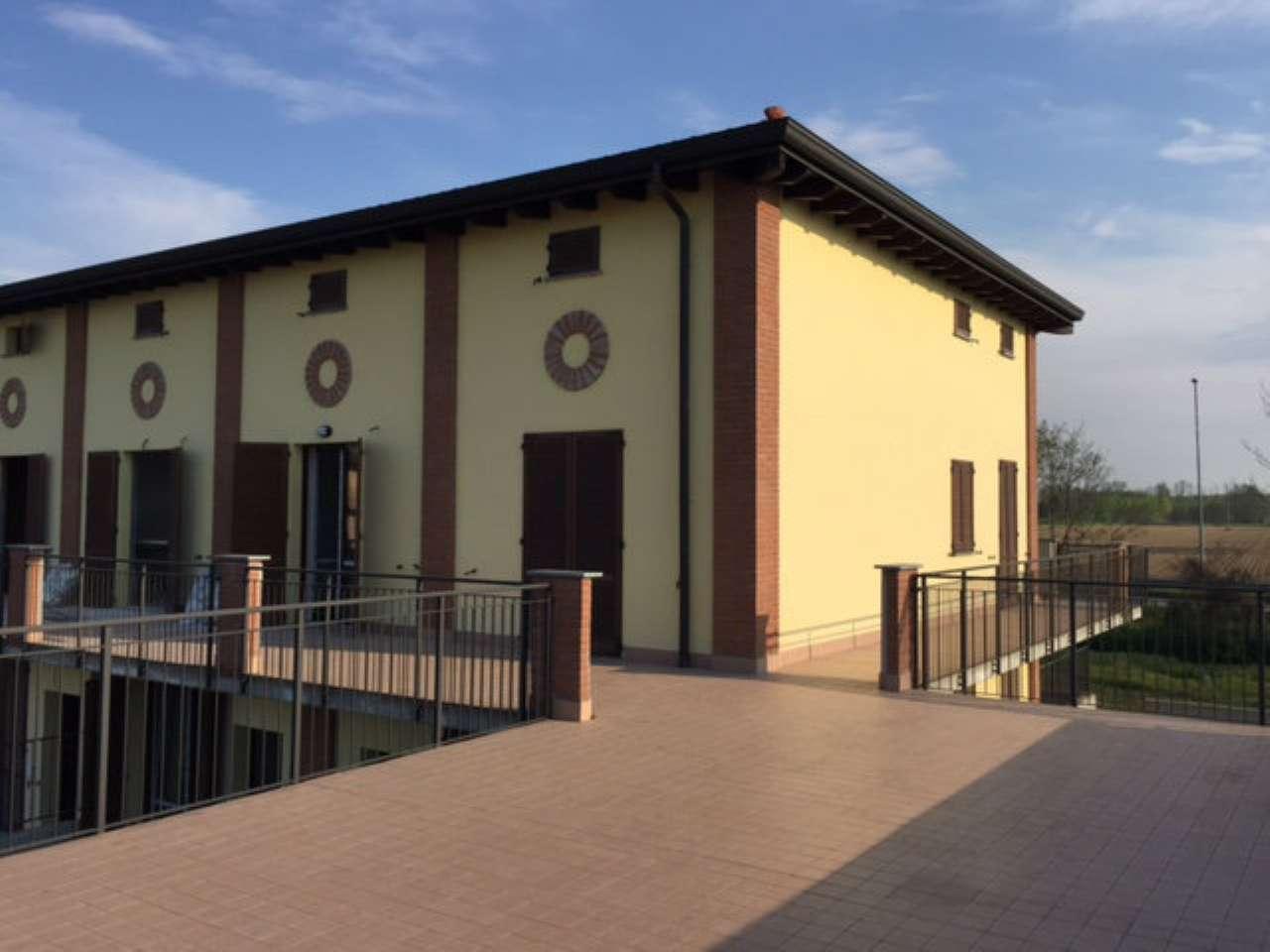 Villa a Schiera in vendita a Bereguardo, 5 locali, prezzo € 200.000 | CambioCasa.it