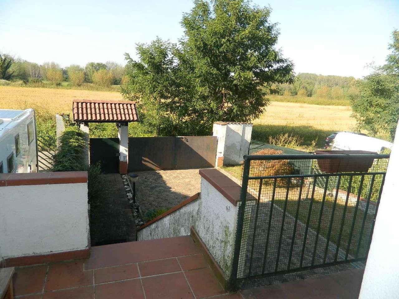Villa in vendita a Calvignasco, 4 locali, prezzo € 200.000   CambioCasa.it