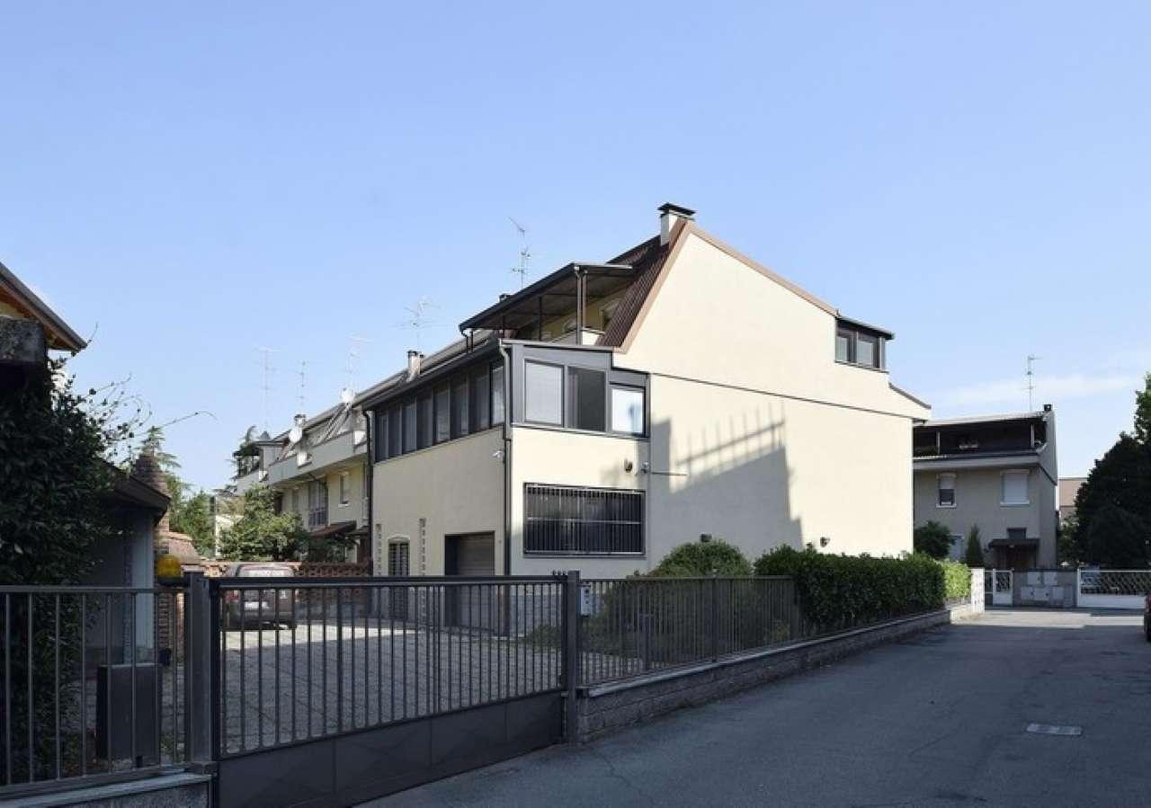 Villa in vendita a Pieve Emanuele, 6 locali, prezzo € 850.000 | CambioCasa.it