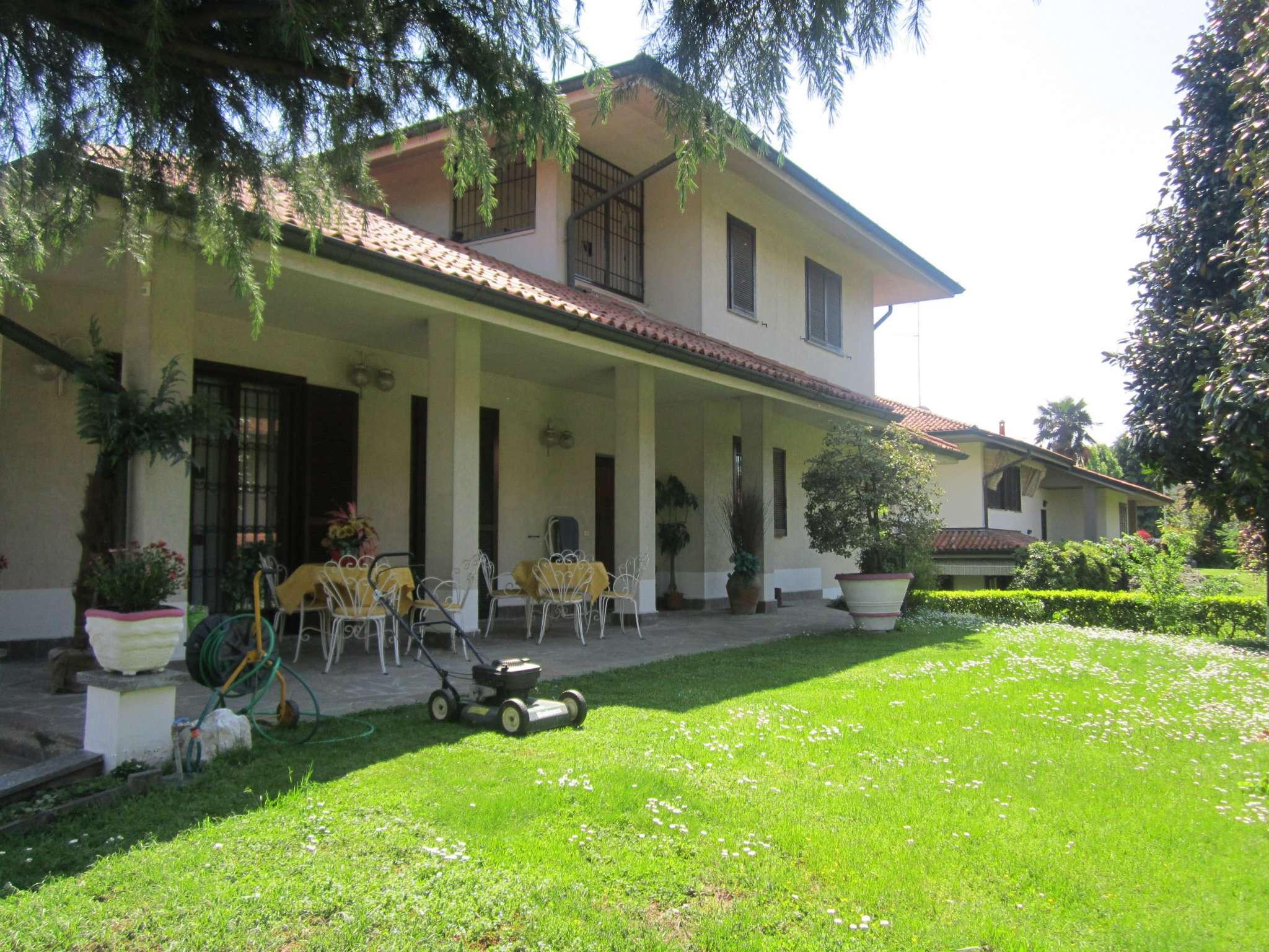 Villa in vendita a Peschiera Borromeo, 5 locali, prezzo € 650.000 | CambioCasa.it