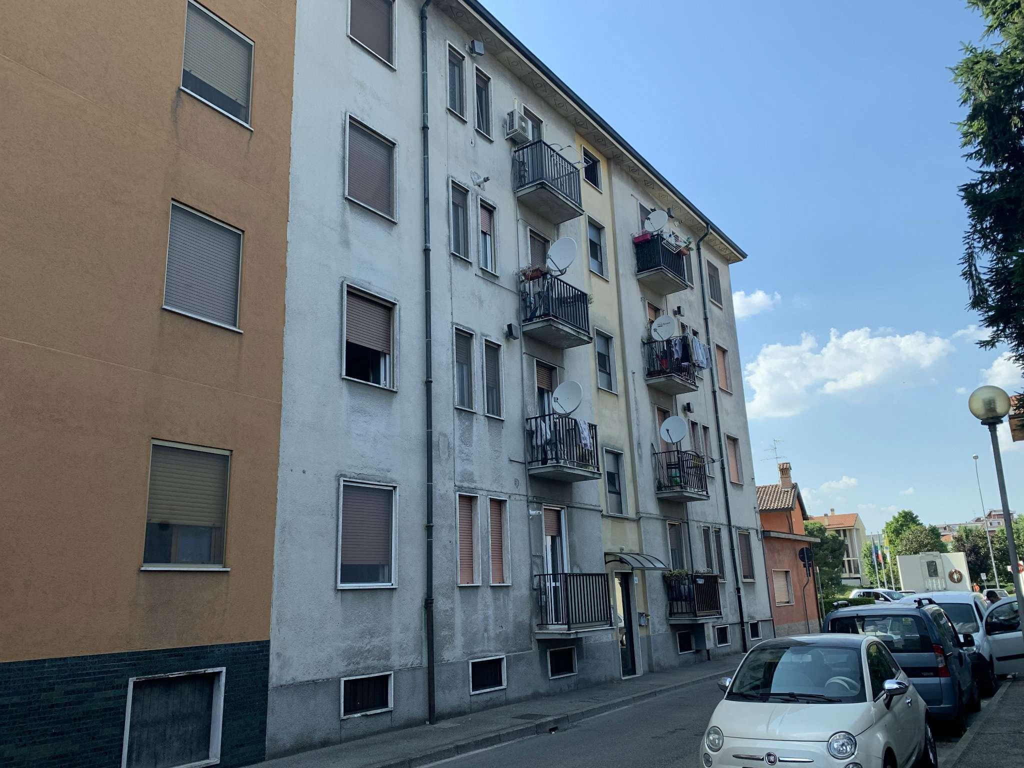 Appartamento in vendita a Peschiera Borromeo, 2 locali, prezzo € 70.000   CambioCasa.it