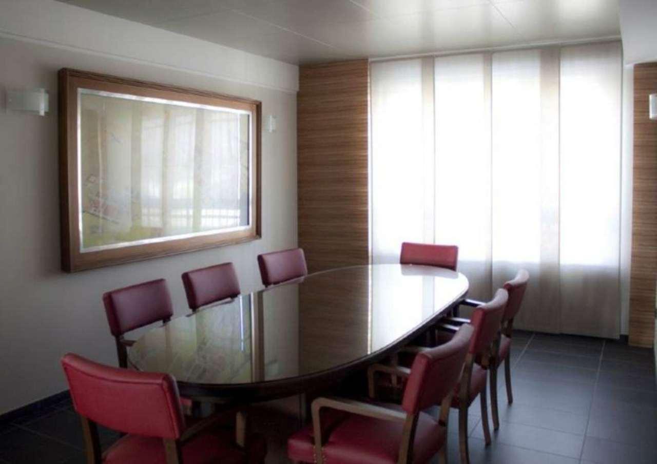 Ufficio / Studio in vendita a Pessano con Bornago, 7 locali, prezzo € 329.000 | CambioCasa.it