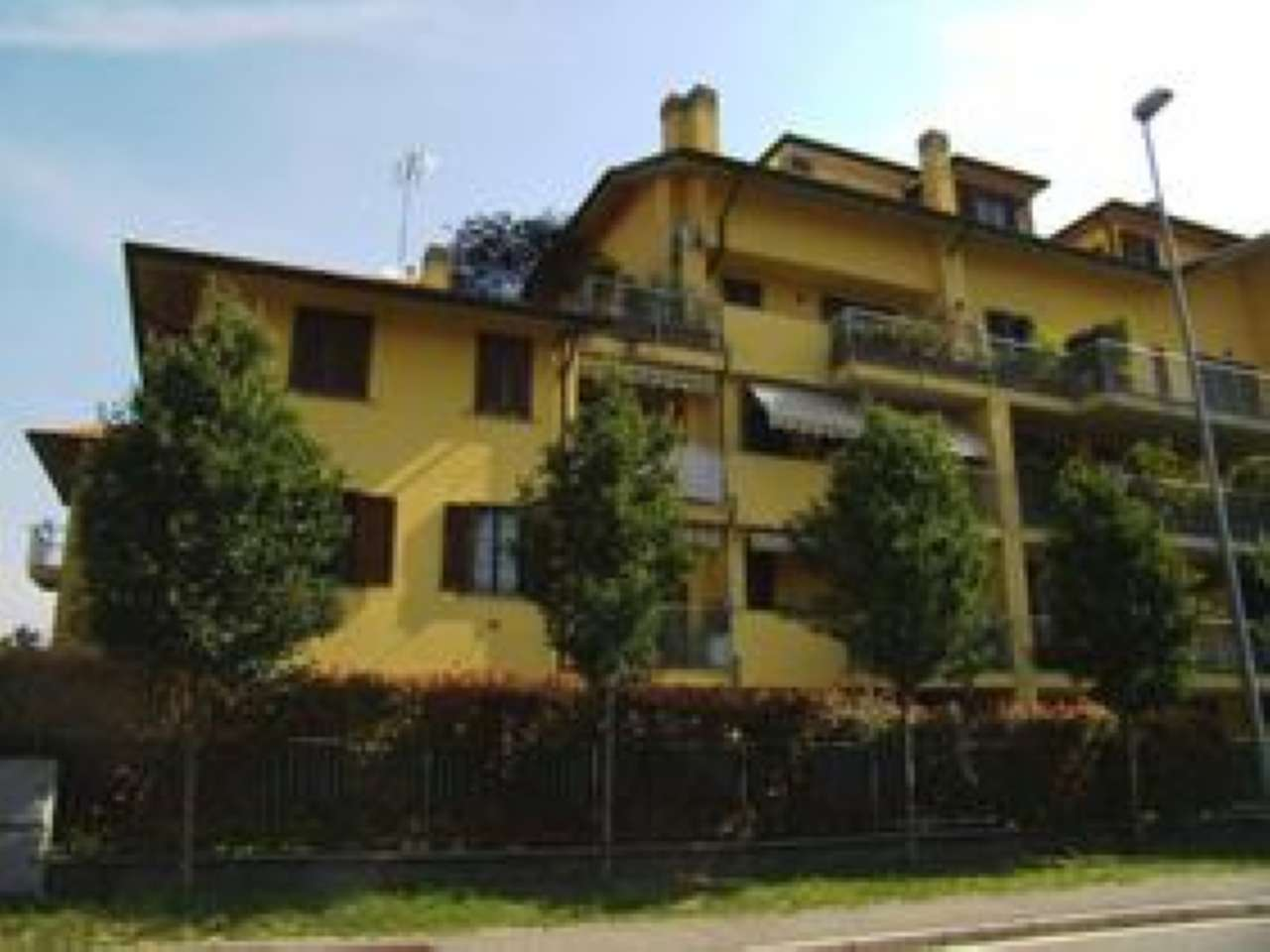 Appartamento in buone condizioni parzialmente arredato in affitto Rif. 6813914