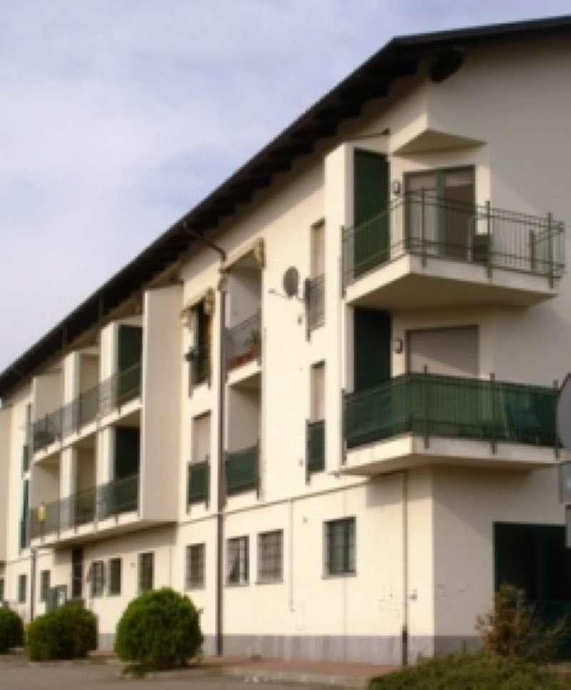 Appartamento in buone condizioni in affitto Rif. 7766923