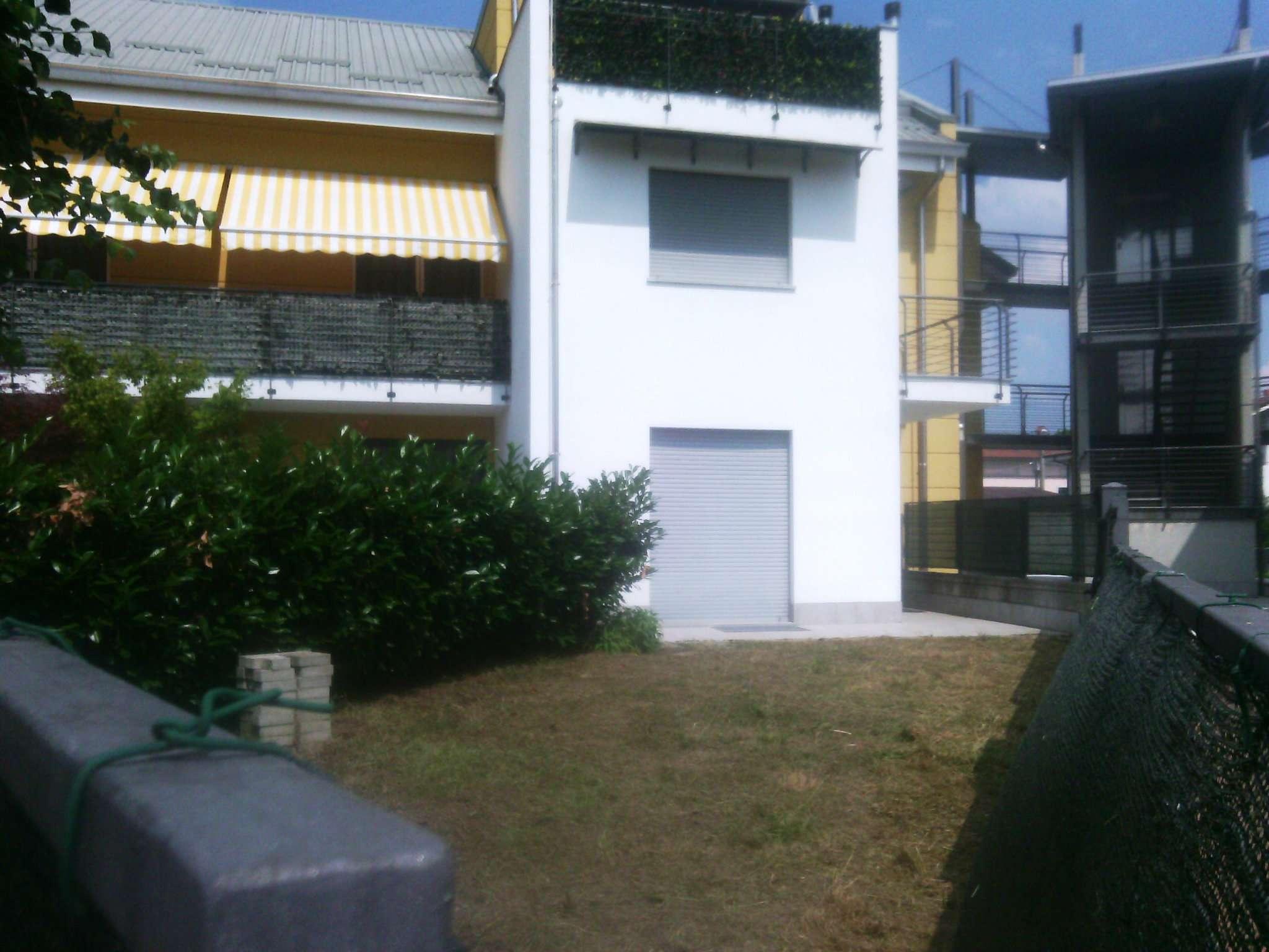 Appartamento in buone condizioni in affitto Rif. 7676359