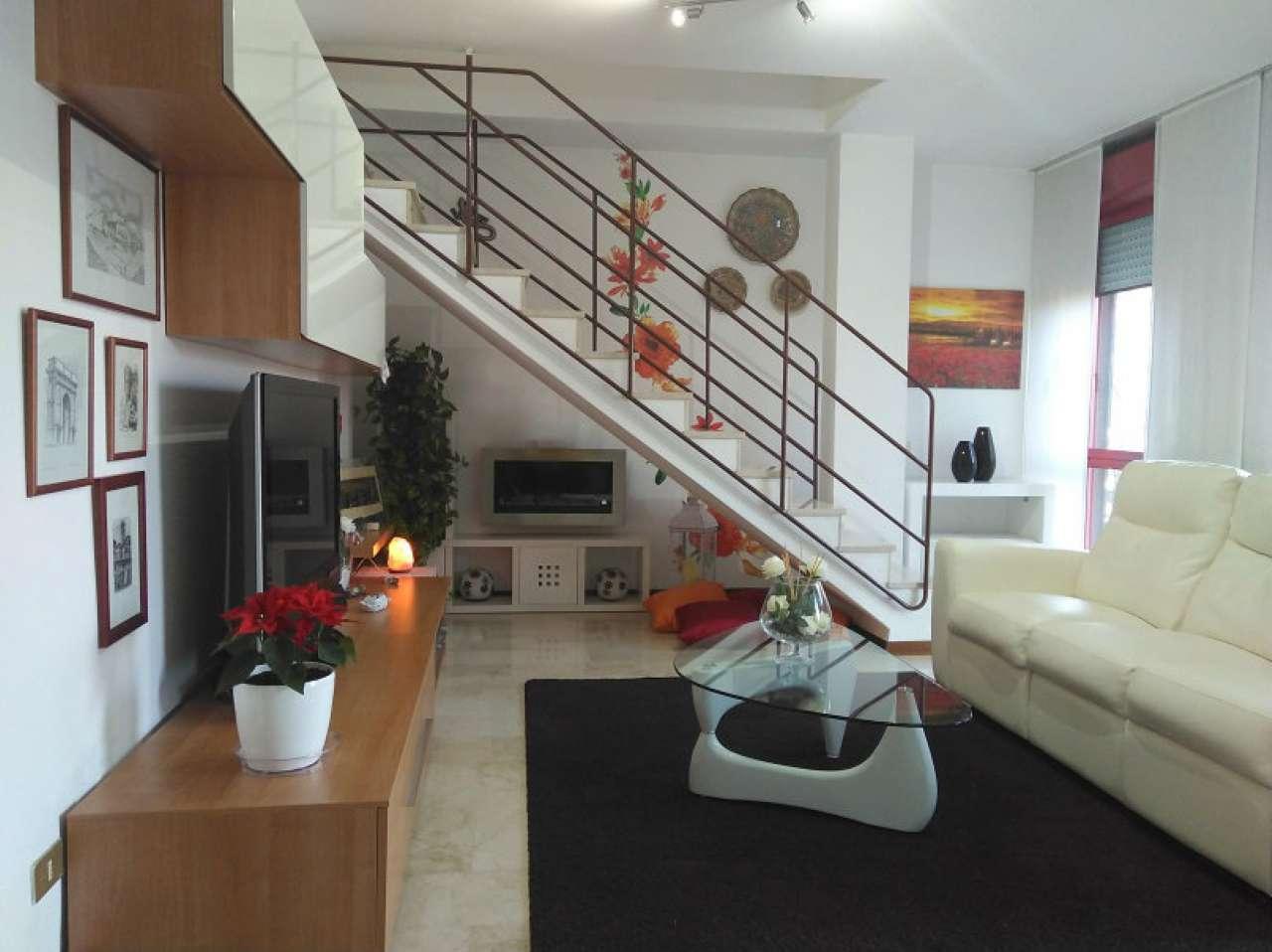Appartamento in buone condizioni arredato in vendita Rif. 4900892