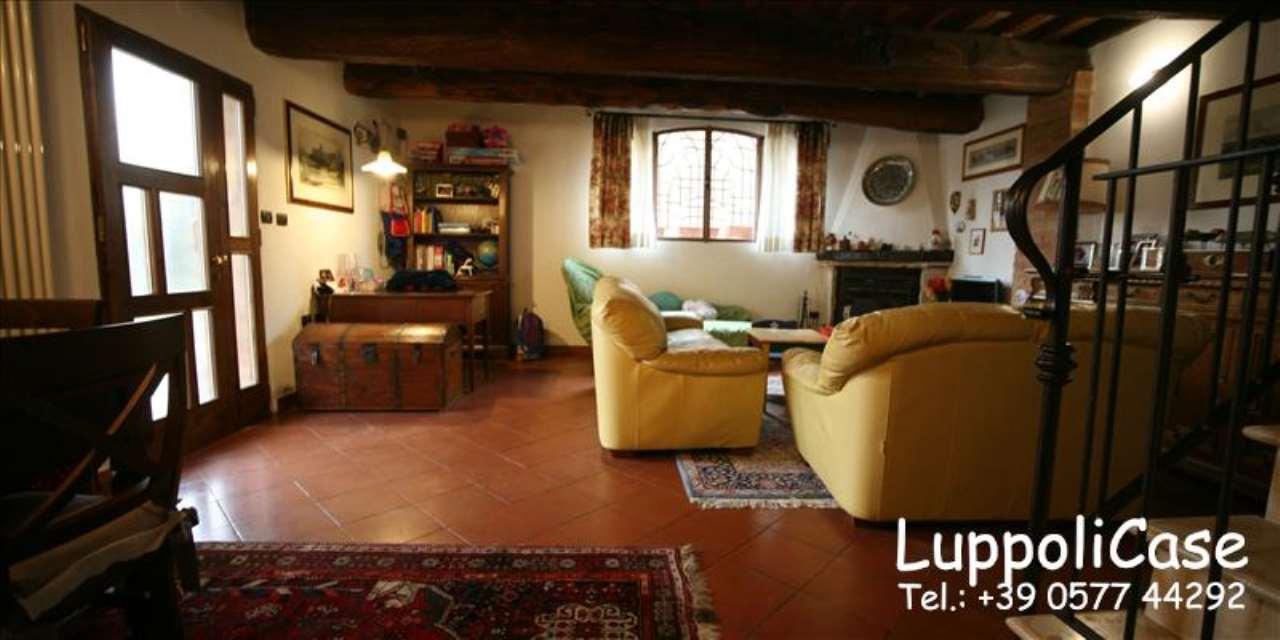 Appartamento in buone condizioni in vendita Rif. 7909854