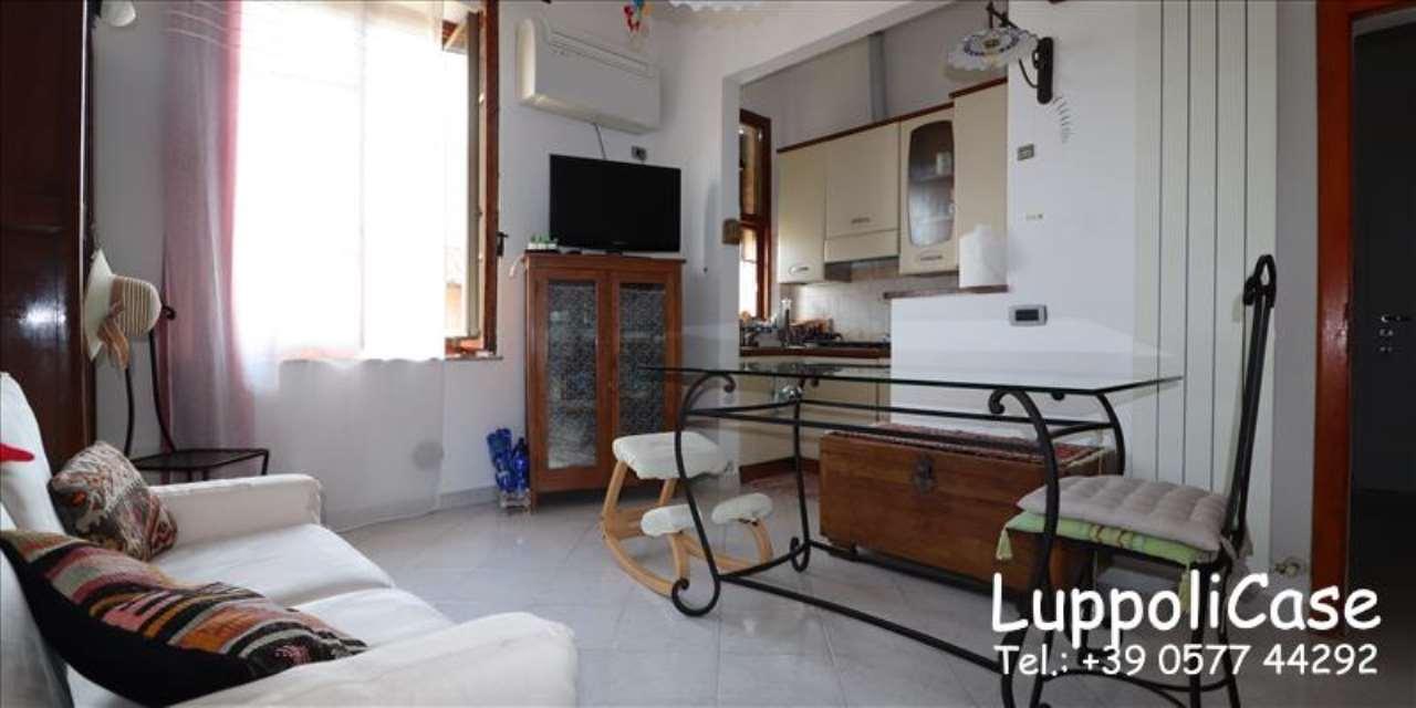 Appartamento in buone condizioni in vendita Rif. 7930917