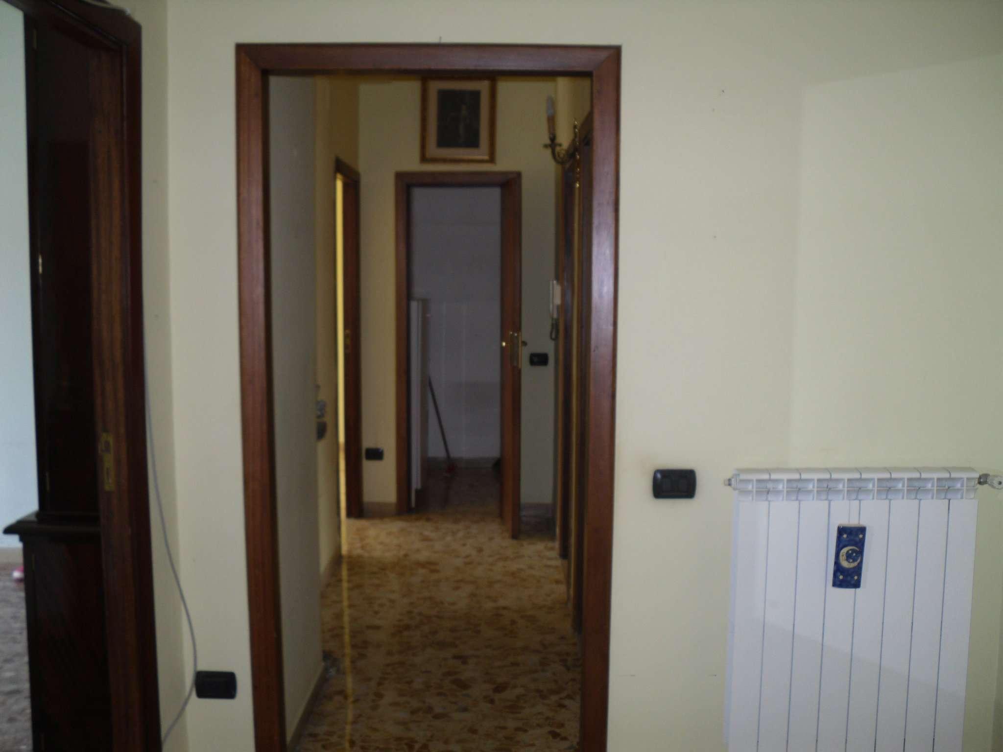 Appartamento in discrete condizioni in affitto Rif. 6477628