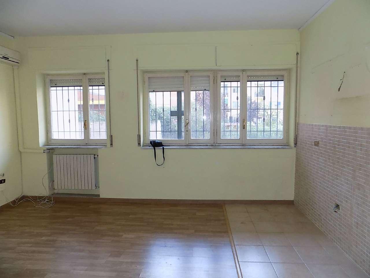Appartamento in discrete condizioni in affitto Rif. 8270787