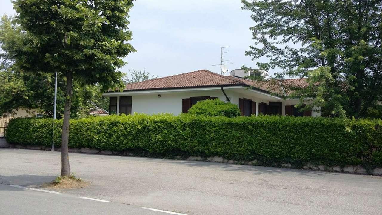Villa Bifamiliare in vendita a Fara Novarese, 8 locali, prezzo € 375.000 | PortaleAgenzieImmobiliari.it