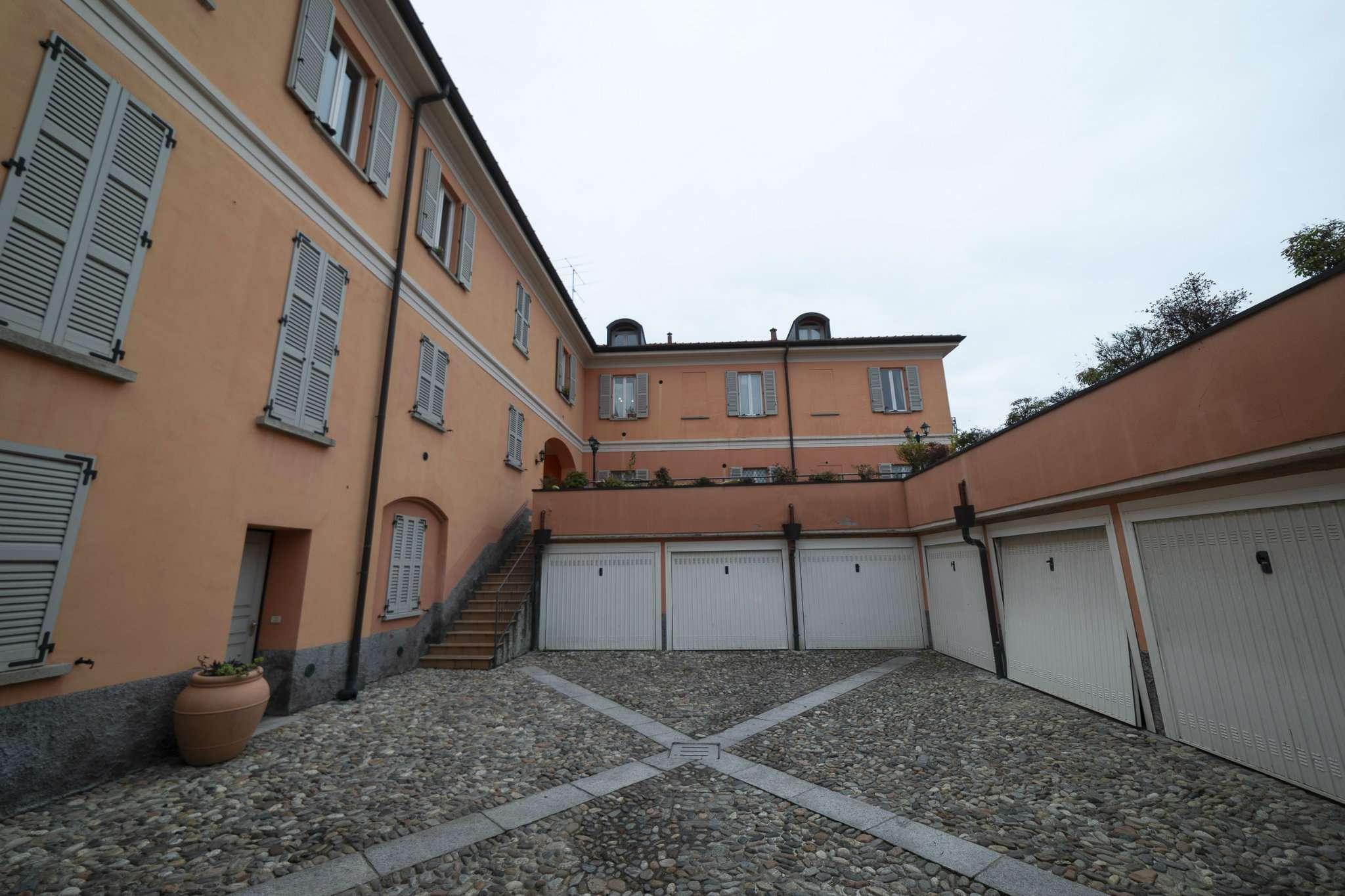 Appartamento in vendita a Cocquio-Trevisago, 4 locali, prezzo € 300.000 | PortaleAgenzieImmobiliari.it