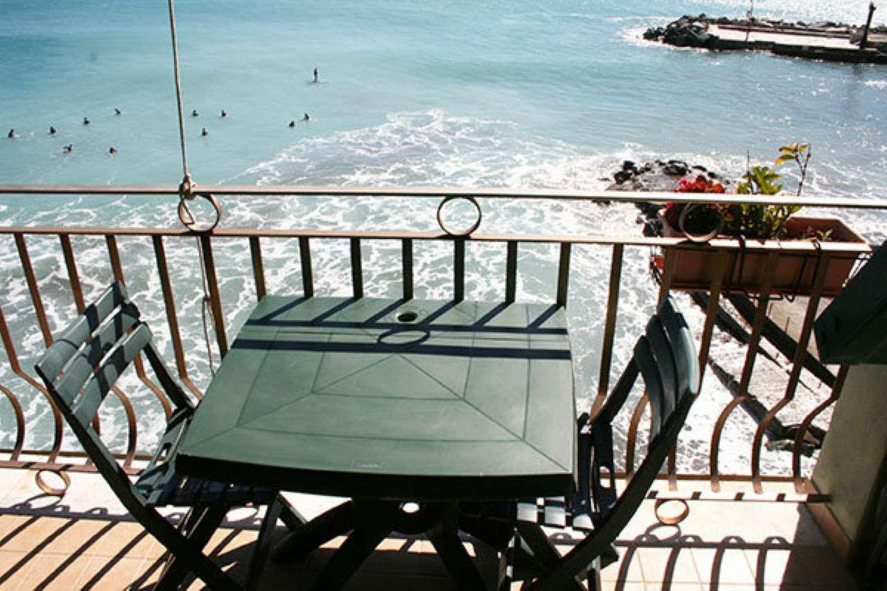 Bogliasco in prima fila sulla spiaggia mq 100 con terrazza Callegari 0103471027