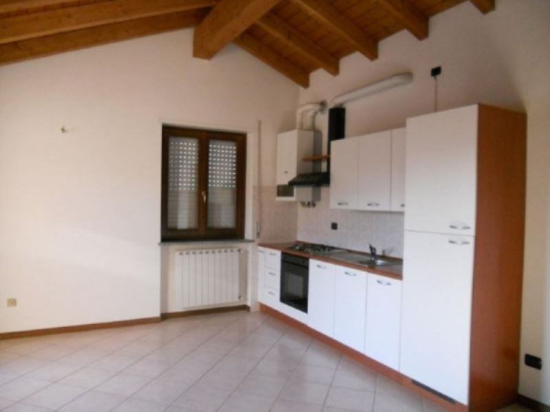 Appartamento in affitto a Malnate, 1 locali, prezzo € 450 | CambioCasa.it