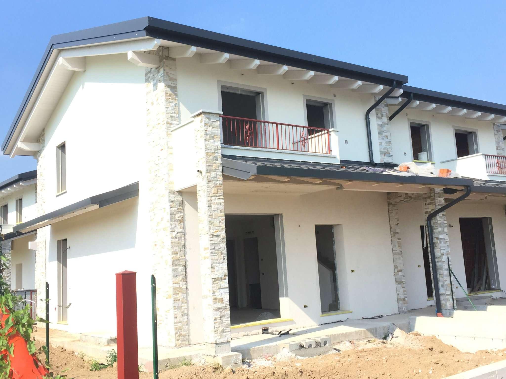 Villa in vendita a Vedano Olona, 4 locali, prezzo € 300.000 | CambioCasa.it