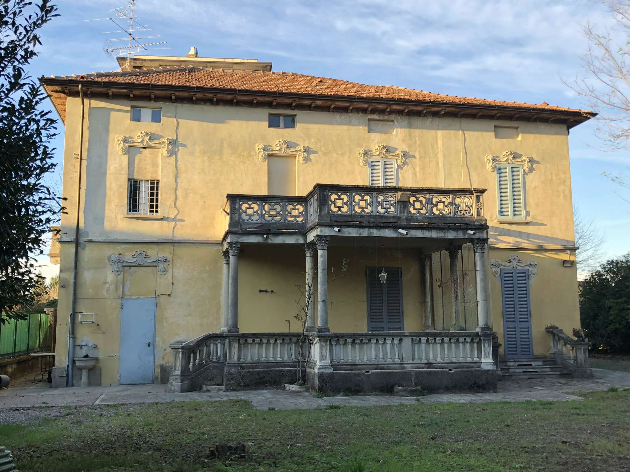 Villa in vendita a Vedano Olona, 5 locali, prezzo € 300.000 | CambioCasa.it