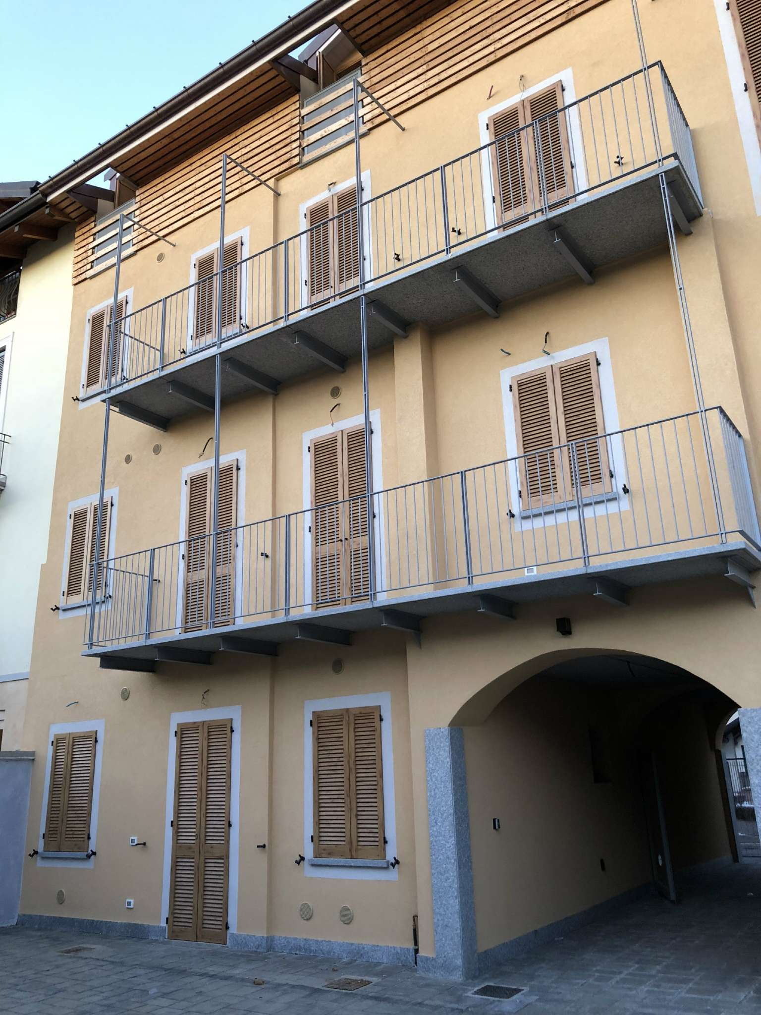Appartamento in vendita a Malnate, 2 locali, prezzo € 110.000   CambioCasa.it
