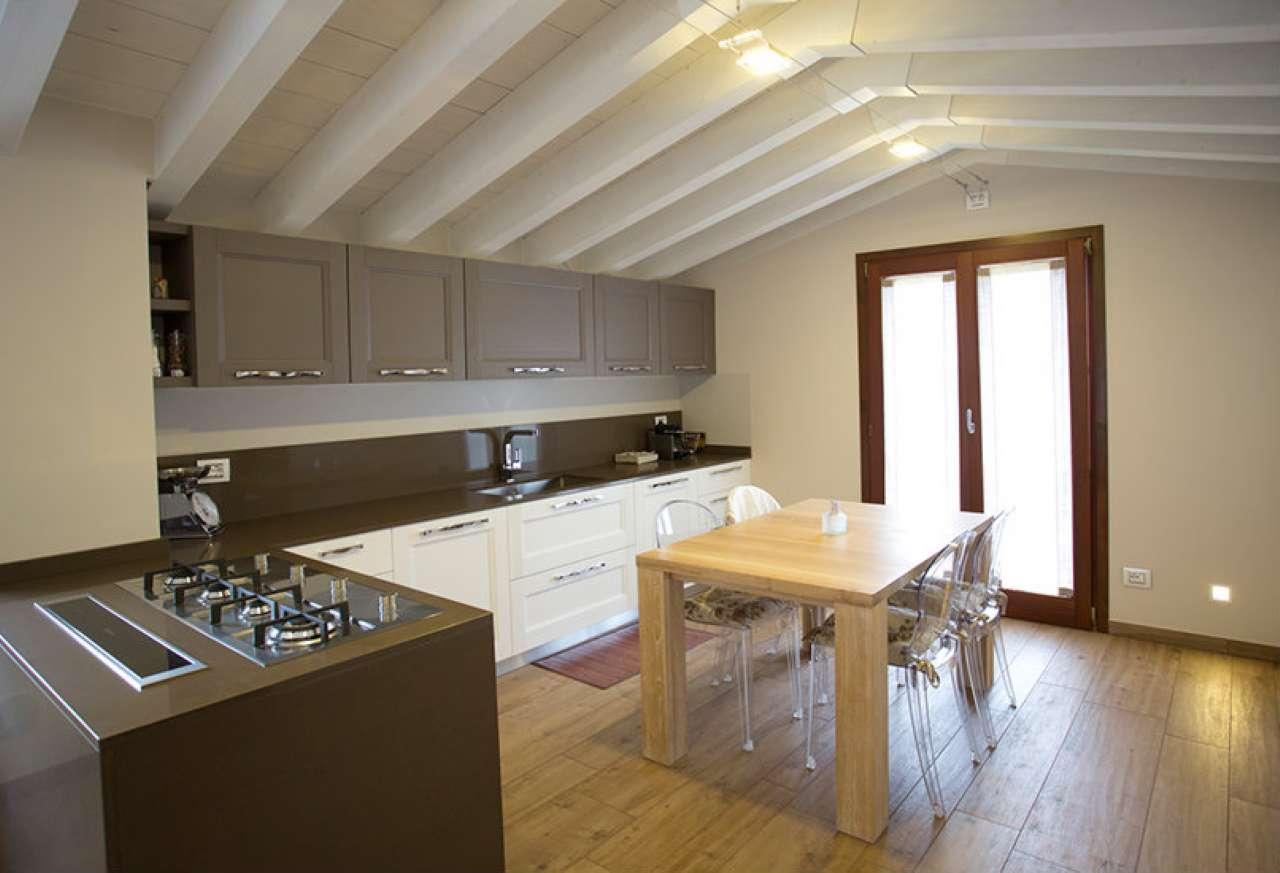 Appartamento in vendita a Vedano Olona, 3 locali, prezzo € 260.000 | CambioCasa.it