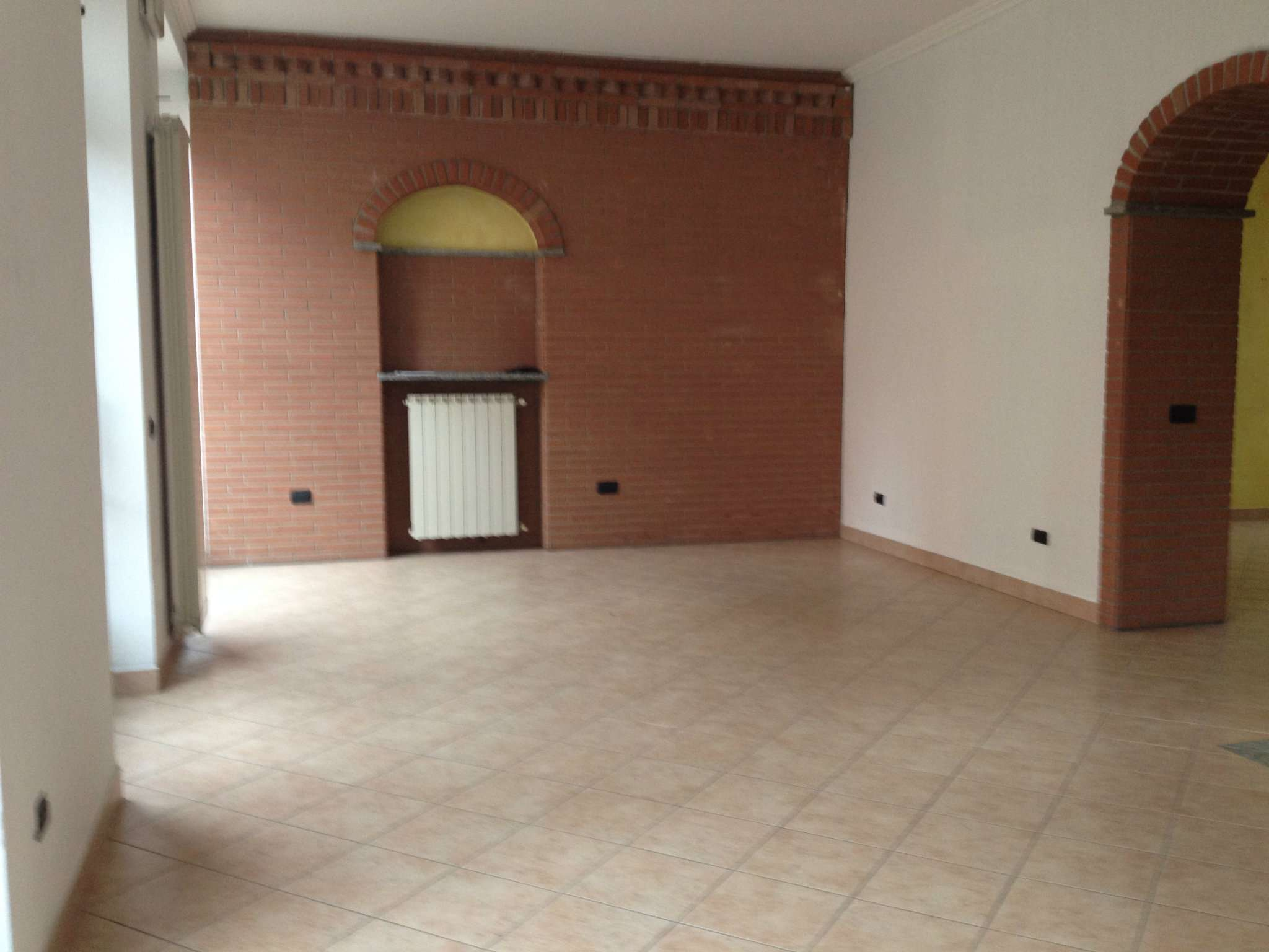 Negozio / Locale in affitto a Malnate, 2 locali, prezzo € 700 | CambioCasa.it