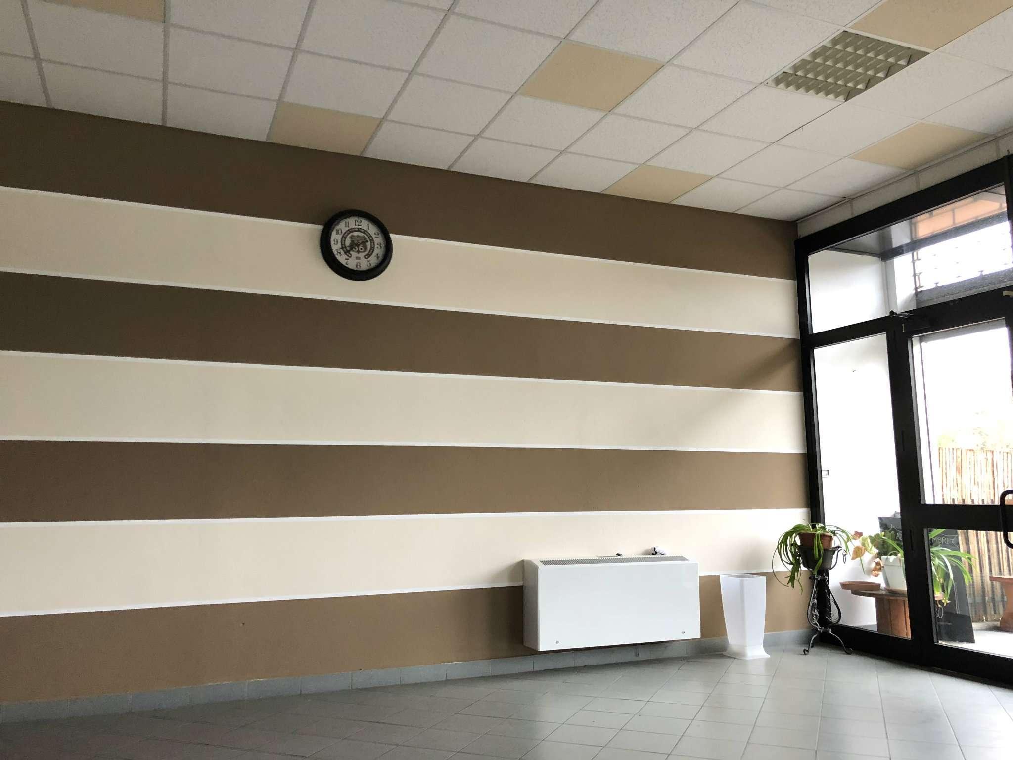 Negozio / Locale in affitto a Vedano Olona, 1 locali, prezzo € 1.500 | CambioCasa.it