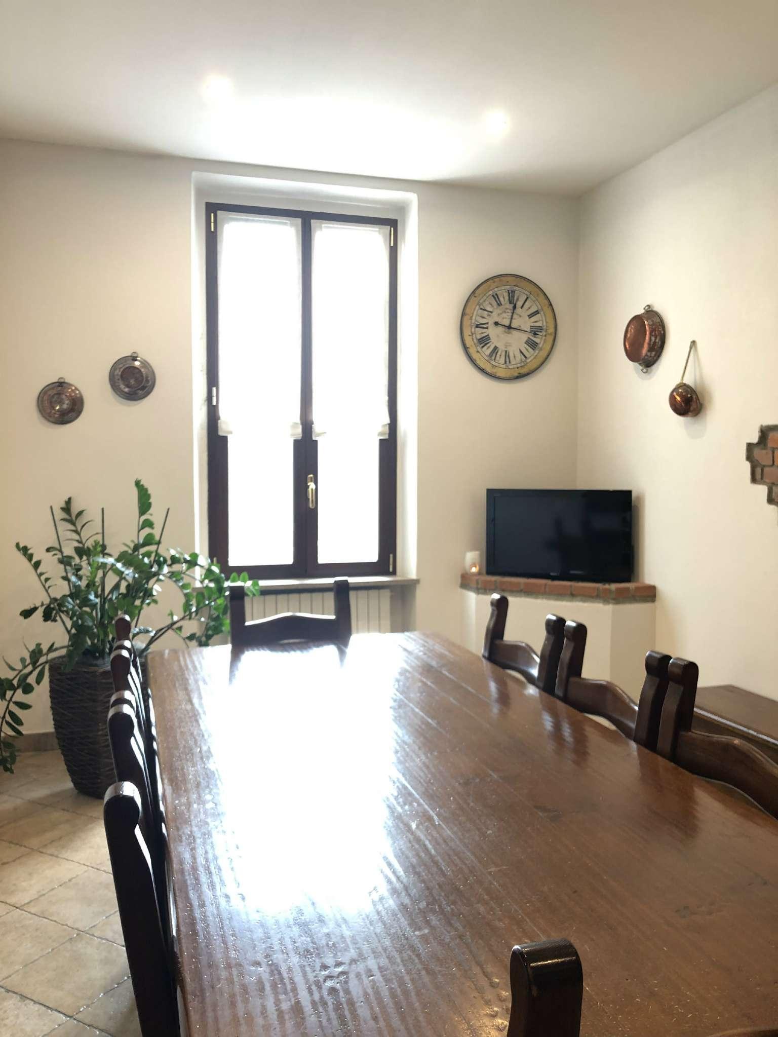 Appartamento in vendita a Vedano Olona, 3 locali, prezzo € 105.000   CambioCasa.it