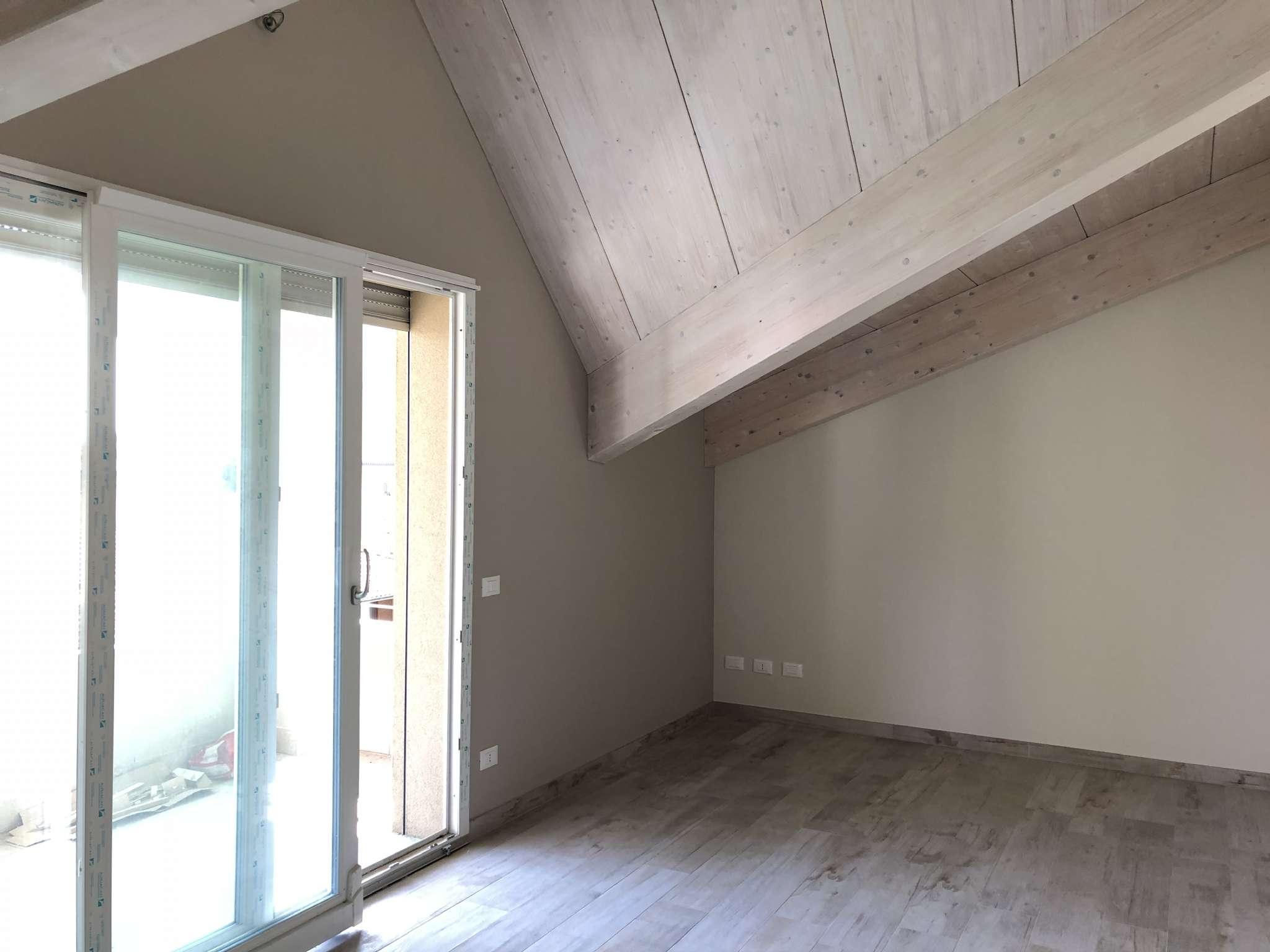 Appartamento in vendita a Vedano Olona, 2 locali, prezzo € 160.000   CambioCasa.it