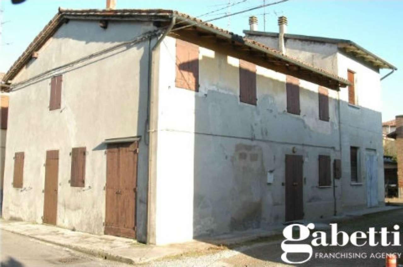 Palazzo / Stabile in Vendita a Minerbio