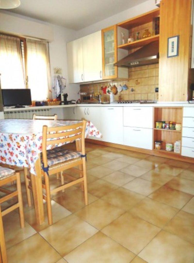 Appartamento in buone condizioni in vendita Rif. 8691606
