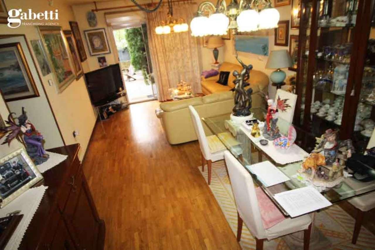 Appartamento in buone condizioni in vendita Rif. 8562408