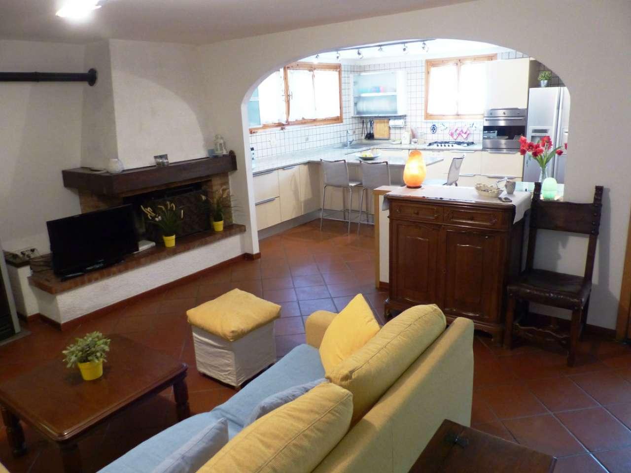 Appartamento in ottime condizioni parzialmente arredato in vendita Rif. 4914780