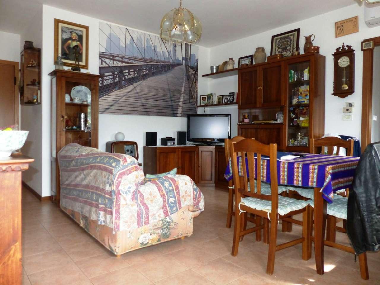 Appartamento in buone condizioni in vendita Rif. 4914782