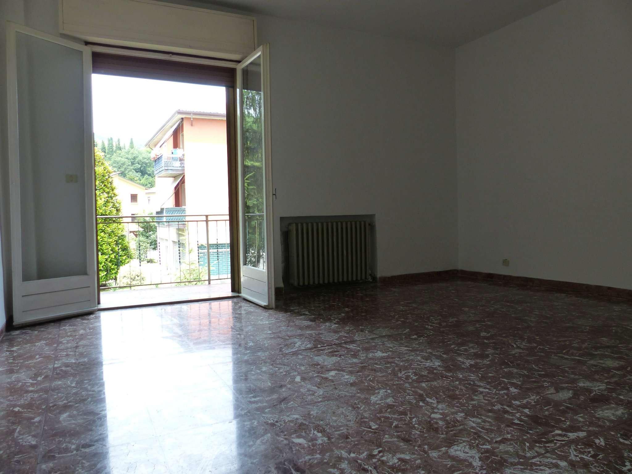 Appartamento in discrete condizioni in vendita Rif. 6920197