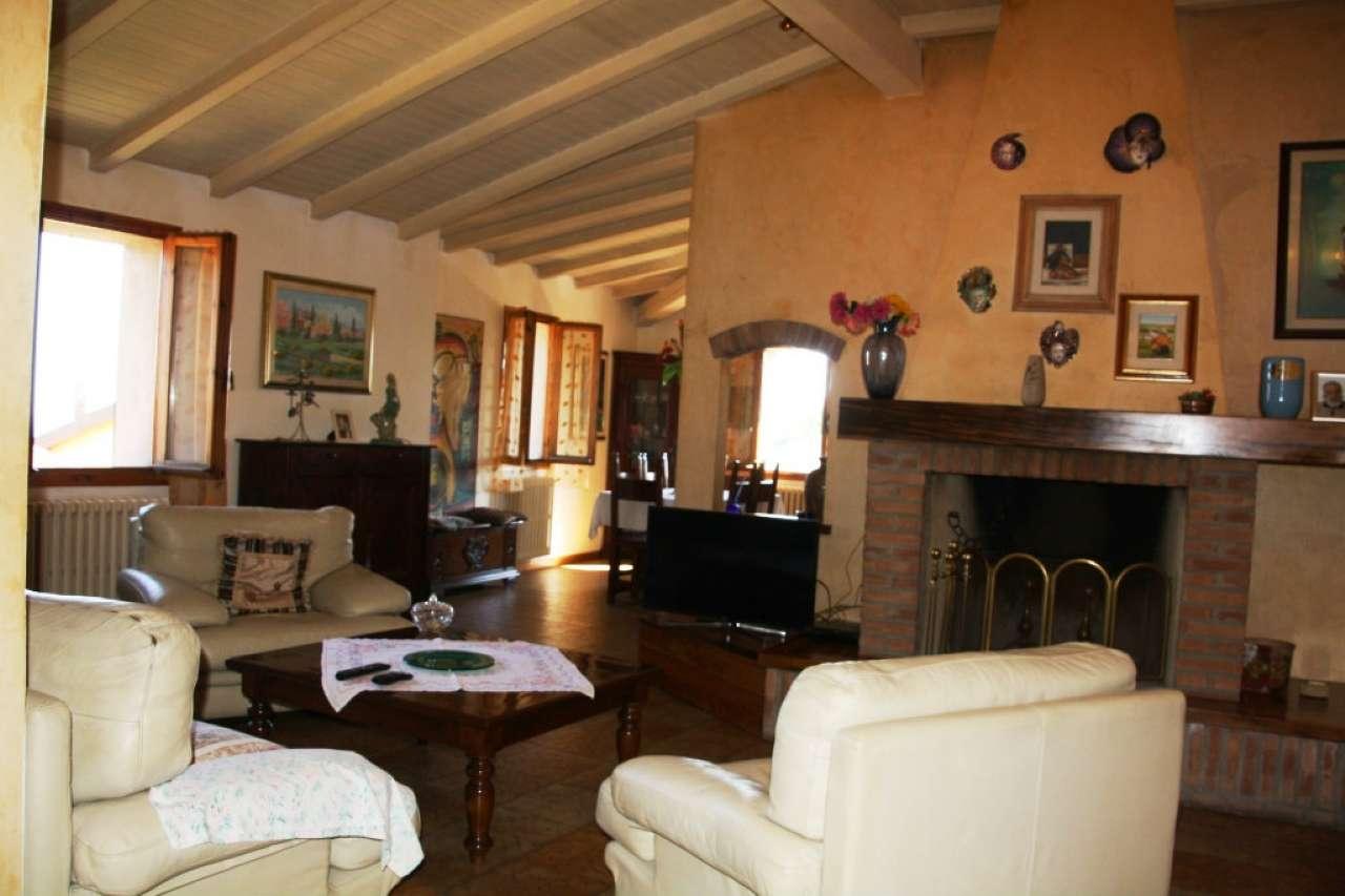 Appartamento in buone condizioni parzialmente arredato in vendita Rif. 7310676