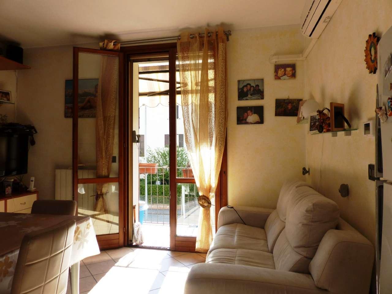 Appartamento in ottime condizioni parzialmente arredato in vendita Rif. 7968014