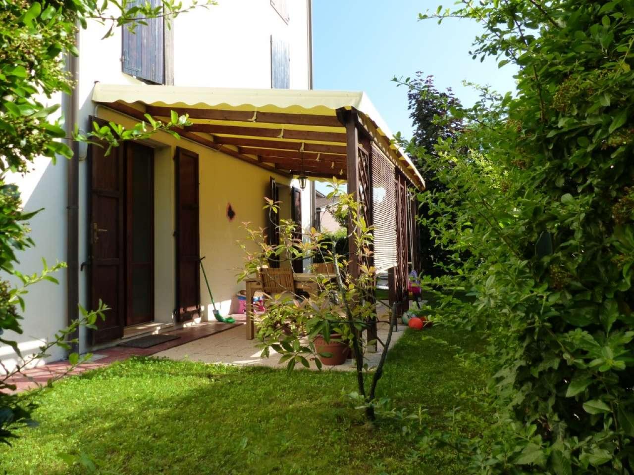 Appartamento in ottime condizioni parzialmente arredato in vendita Rif. 8020269