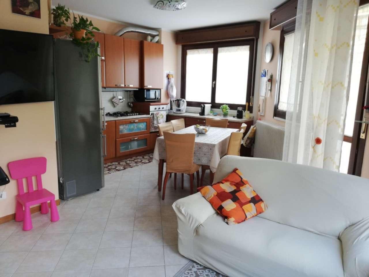Appartamento in ottime condizioni arredato in vendita Rif. 8399964