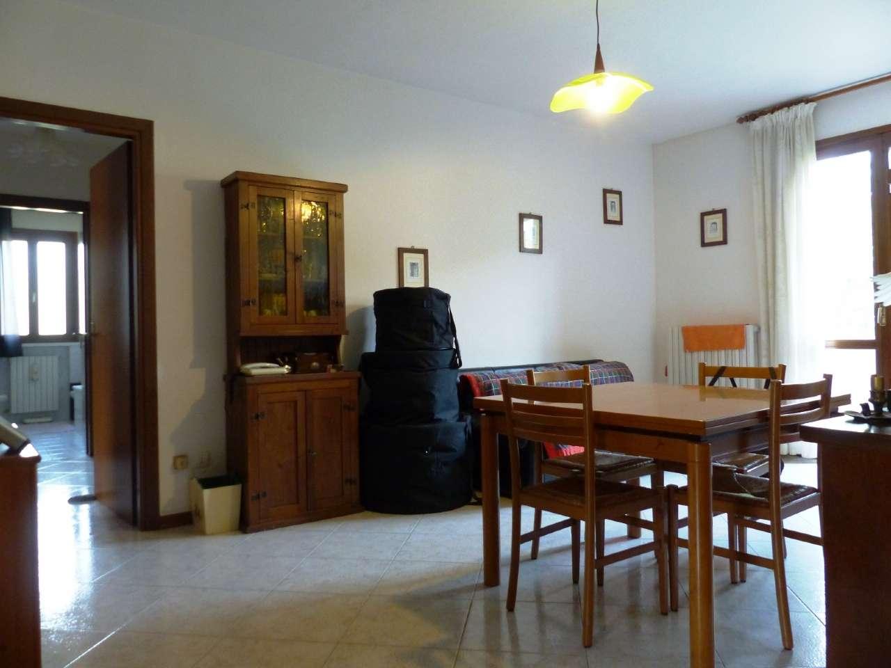 Appartamento in buone condizioni parzialmente arredato in vendita Rif. 8549991