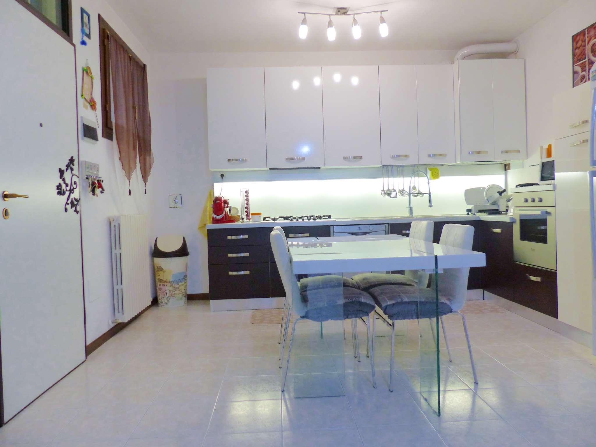 Appartamento in ottime condizioni arredato in vendita Rif. 8746560