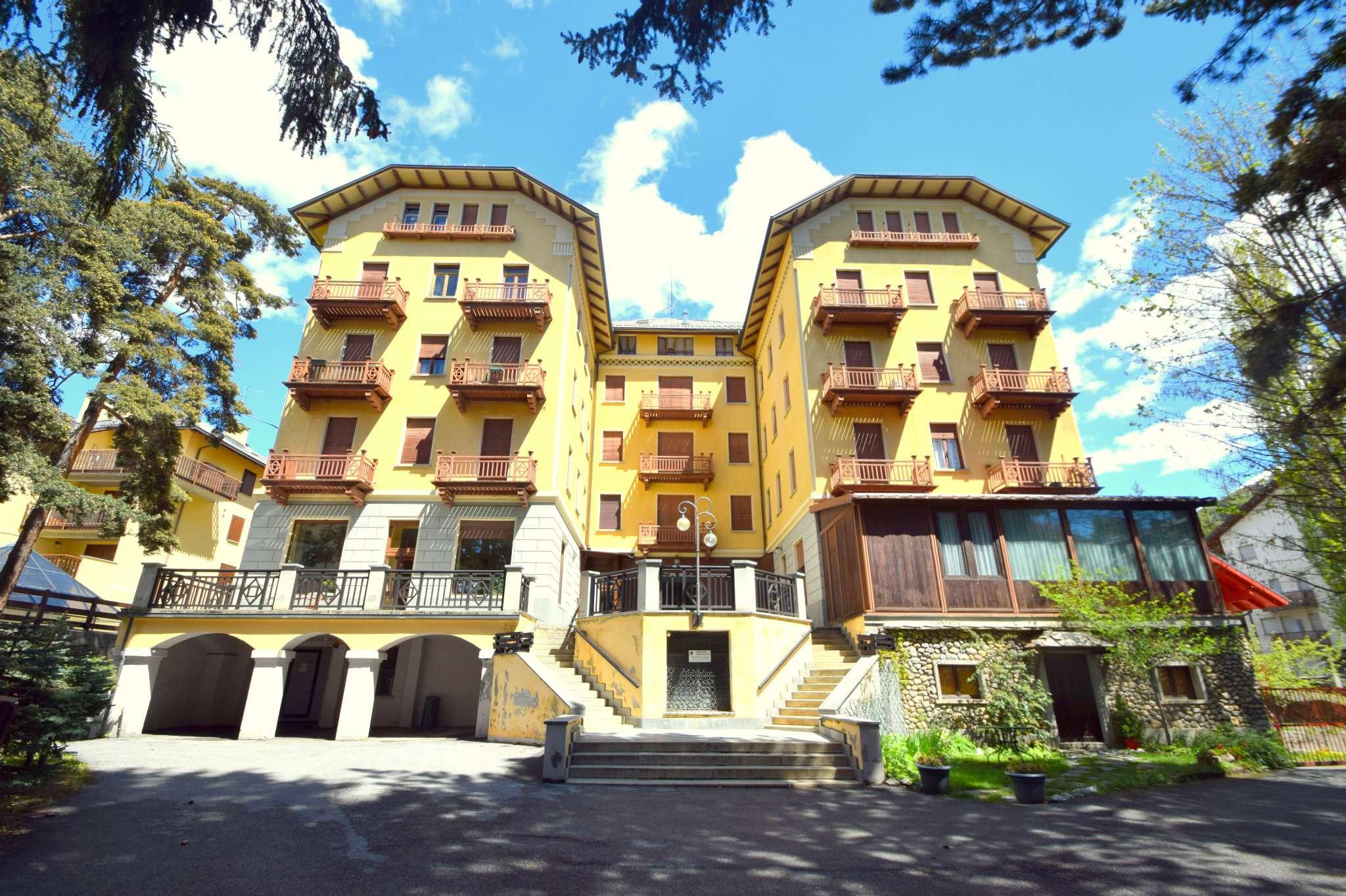 Appartamento in discrete condizioni arredato in vendita Rif. 7888212