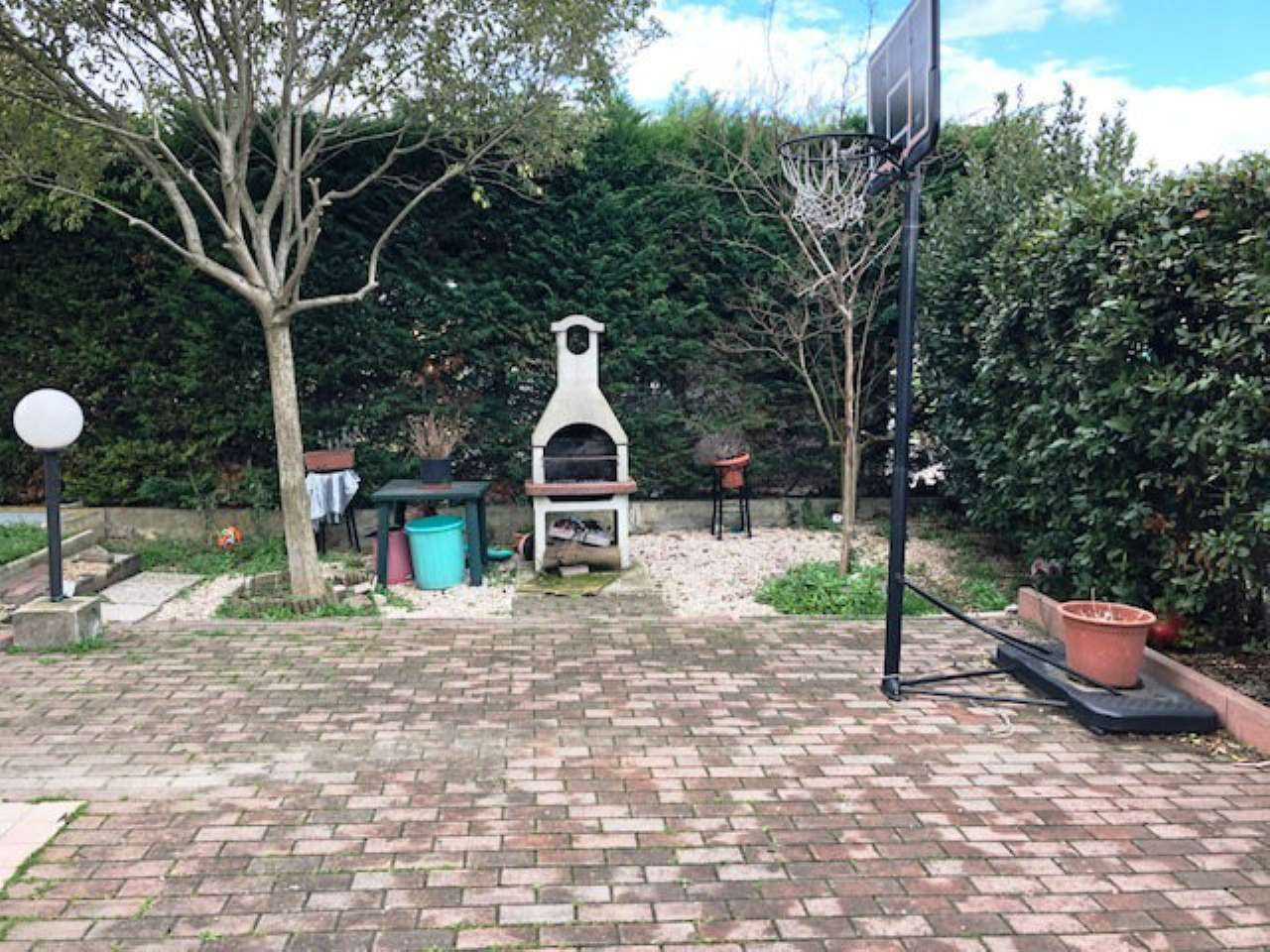 Appartamento piano terra con giardino a rimini for Giardino rimini