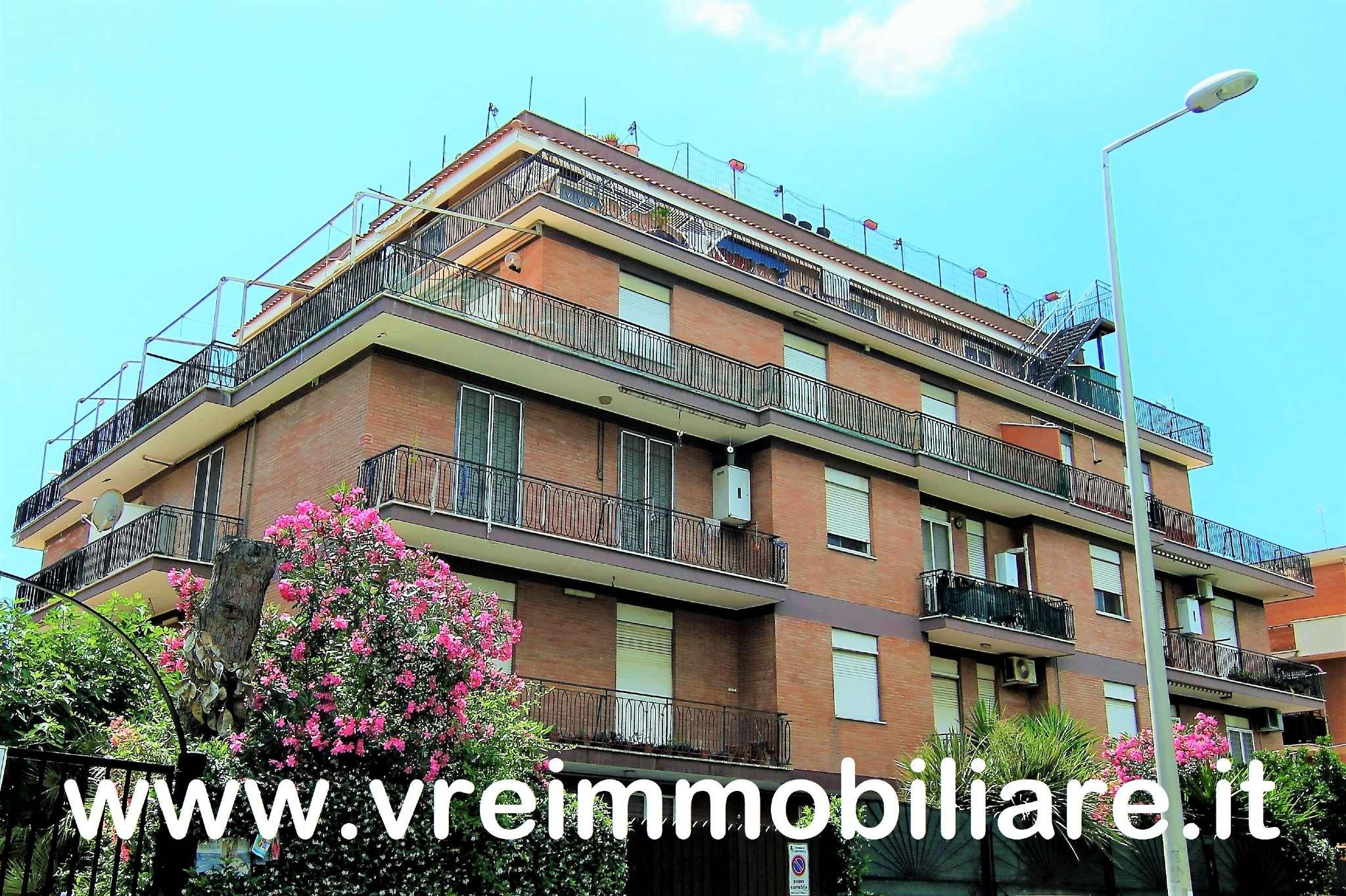 Appartamento in ottime condizioni parzialmente arredato in affitto Rif. 6975481